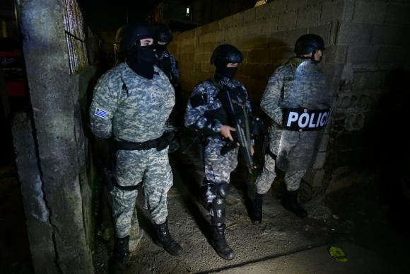 De prosperar la iniciativa de Camy la Policía podrá ingresar a domicilios durante la noche. Foto: Fernando Ponzetto