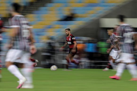 Giorgian De Arrascaeta enla final de la Taça Río. Foto: EFE.