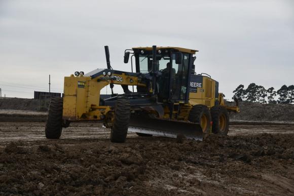 Las máquinas ya trabajan en el predio de nueve hectáreas. Foto: Fernando Ponzetto.