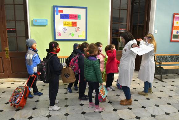 """La asistencia escolar ya superó el 50%, pero las autoridades ven la necesidad """"urgente"""" de aumentar los días de aula. Foto: Leonardo Mainé"""