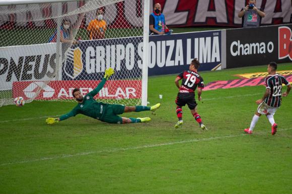 El primer gol de Flamengo frente a Fluminense. Foto: @Flamengo.