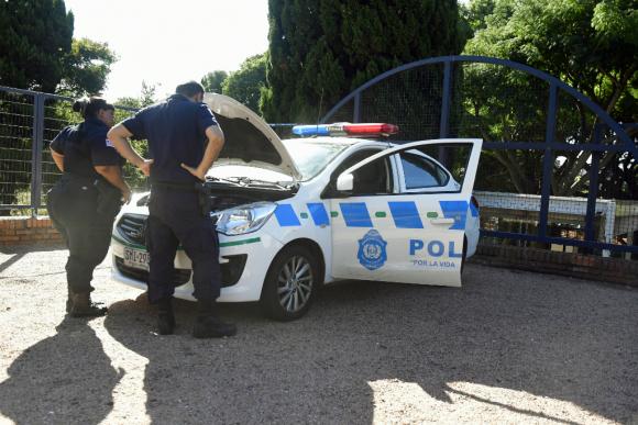 Los móviles policiales deben tienen intenso trajín: turnos continuos de patrullaje y persecuciones a alta velocidad. Foto: Fernando Ponzetto