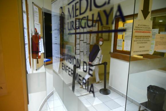 El brote preocupa a las autoridades de la salud que ayer a la tarde reunieron a los responsables de las mutualistas de Montevideo por teleconferencia. Foto: Fernando Ponzetto