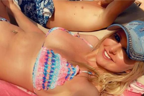 sharon baggaley, adicta a la cama solar