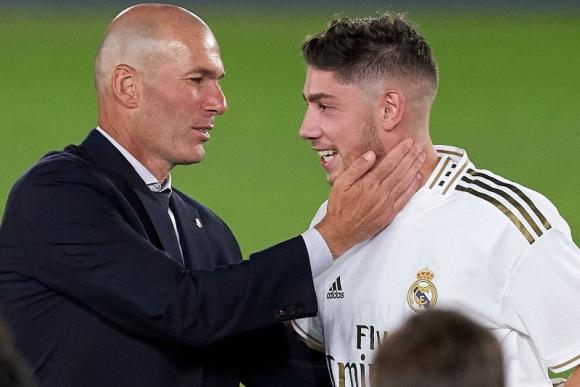 La felicitación de Zidane a Valverde tras la consagración de LaLiga. Foto: @realmadrid.