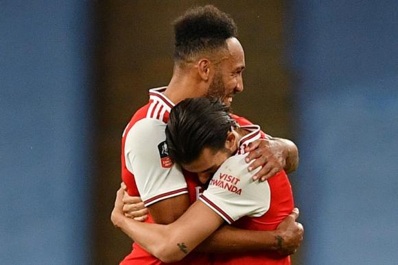 Aubameyang y Dani Ceballos festejan tras la clasificación del Arsenal. Foto: Reuters.