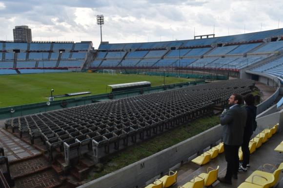 Christian di Candia y un recorrido por el Estadio Centenario. Foto: Leonardo Mainé.