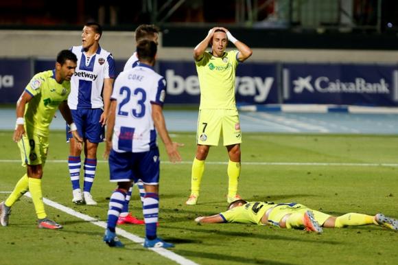 El lamento de Jaime Mata en el Levante-Getafe. Foto: EFE.