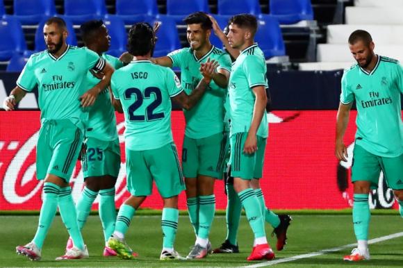 El festejo de Federico Valverde en uno de los goles del Real Madrid. Foto: Reuters.