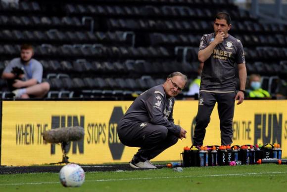 Marcelo Bielsa terminó con la maldición del Leeds y lo devolvió a la primera categoría. Foto: EFE