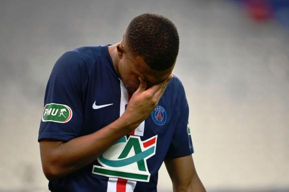 Mbappé salió llorando de la cancha este viernes. FOTO: AFP.
