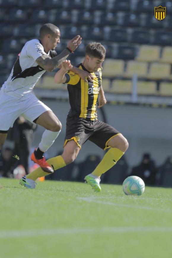 Luis Acevedo en el amistoso entre Peñarol y Danubio. Foto: @OficialCAP.