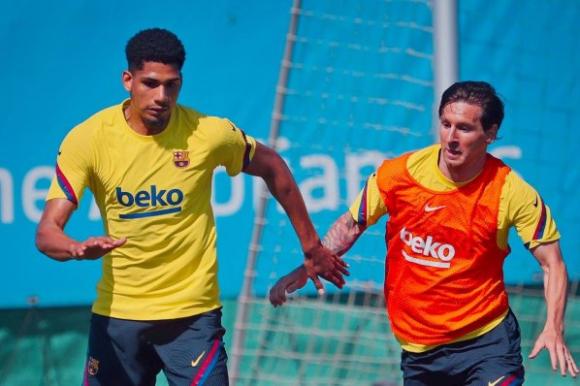 Ronald Araújo tendrá un mejor contrato en el FC Barcelona