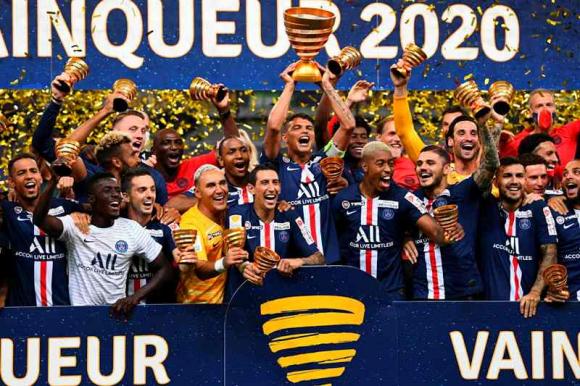 El festejo de los jugadores del PSG tras el título en la Copa de la Liga. Foto: AFP.