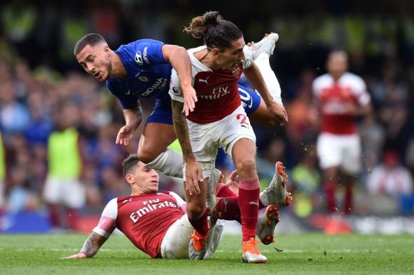 Lucas Torreira en un duelo entre Arsenal y Chelsea. Foto: AFP.