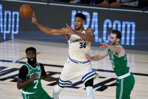 Giannis Antetokounmpo brilló en los Milwaukee Bucks. Foto: AFP.