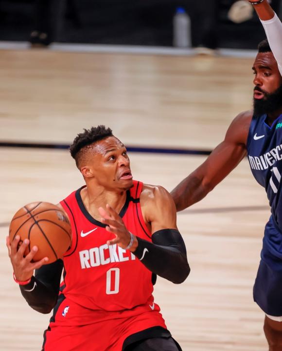 Russell Westbrook también fue figura en Houston Rockets. Foto: EFE.