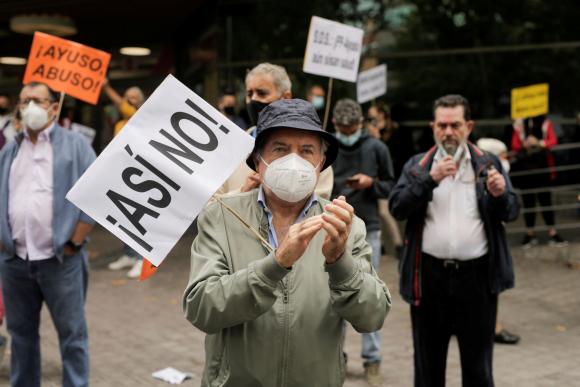 Manifestación en España contra reconfinamiento. Foto: Reuters