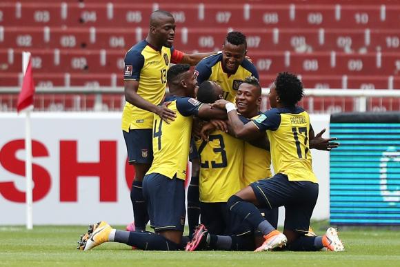 El festejo del gol de Ecuador contra Uruguay. FOTO: AFP.