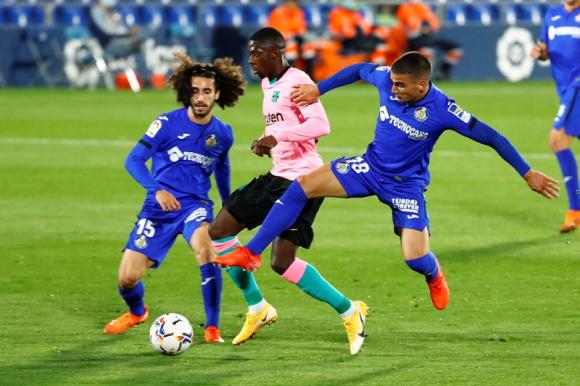 Mauro Arambarri en la marca en el duelo entre Getafe y Barcelona. Foto: Reuters.
