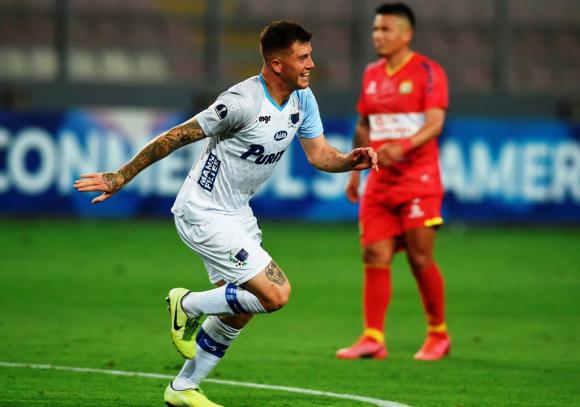 Juan Ignacio Ramírez en el festejo del primer gol del partido. FOTO: Reuters.