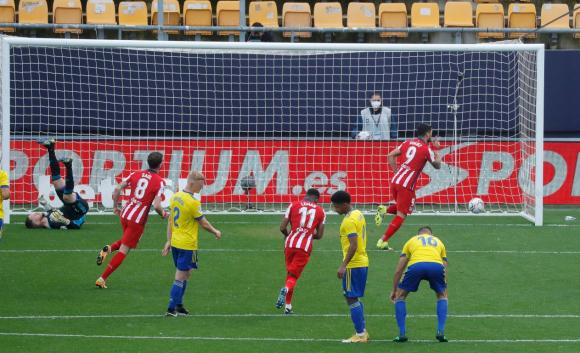 Con este gol de penal, Luis Suárez llegó a 14 tantos en LaLiga