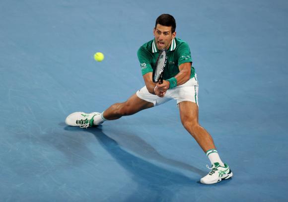 Novak Djokovic alcanza las semifinales en el Abierto de Australia tras vencer a Zverev