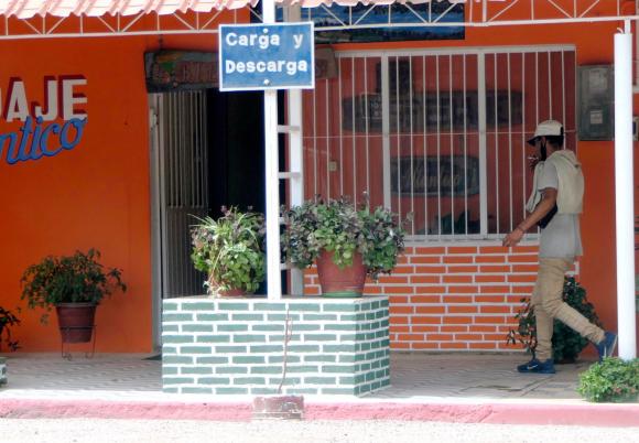 6043e7670a879 - Cientos de cubanos llegan a Chuy y Rivera; sin visa ni trabajo muchos quieren volverse