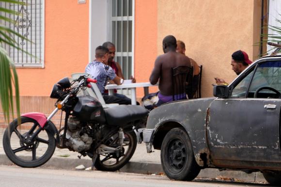 6043eb9904716 - Cientos de cubanos llegan a Chuy y Rivera; sin visa ni trabajo muchos quieren volverse