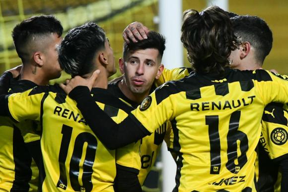 Pablo Ceppelini celebrates his first goal with the Peñarol shirt.  Photo: Estefanía Leal.