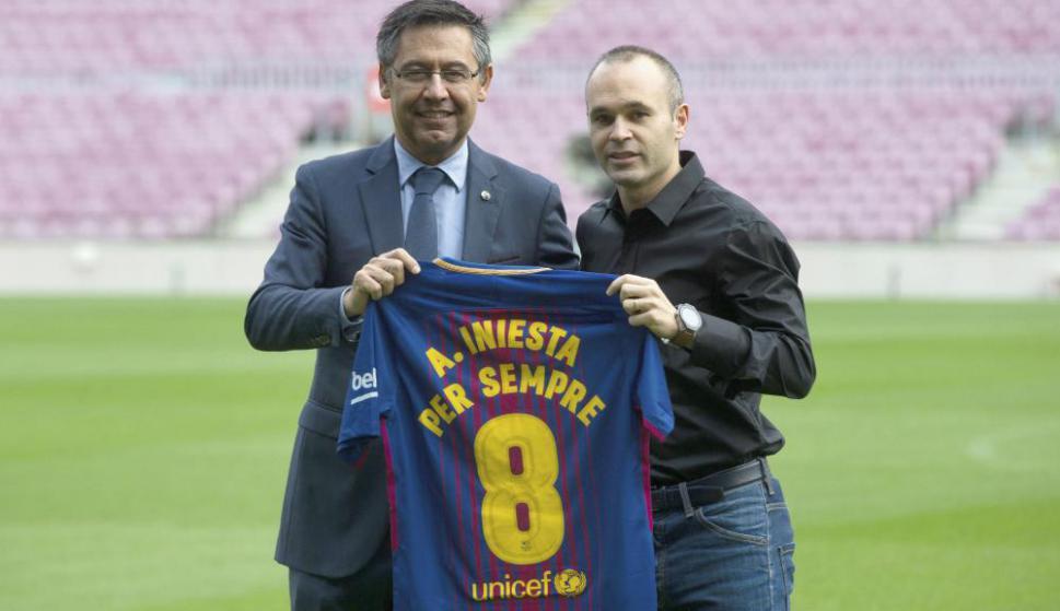 Andrés Iniesta firmó un contrato de por vida con Barcelona. Foto: EFE