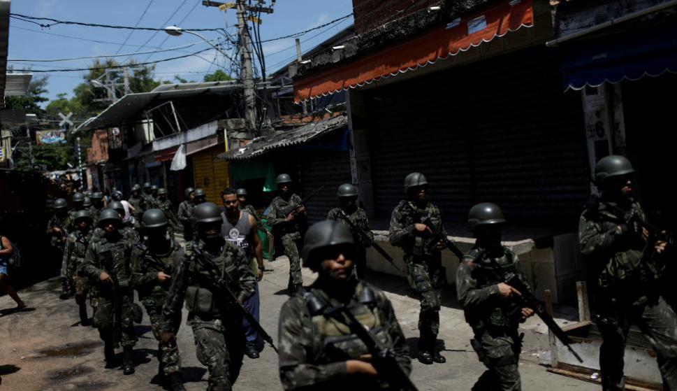 Resultado de imagen para Brasil: Temer ordena inédita intervención del ejército contra la inseguridad en Rio