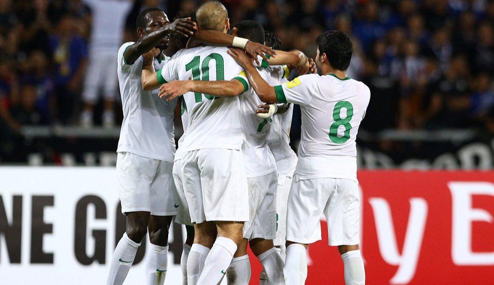 Arabia Saudita festejando el gol en el amistoso. Foto: sports90.net