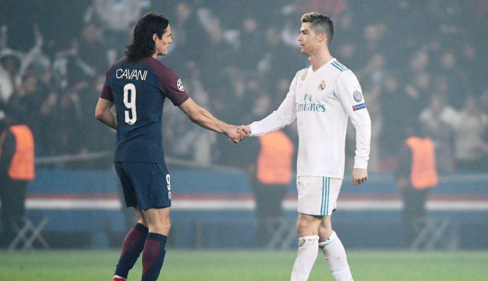 El saludo final entre Cavani y Cristiano Ronaldo. Foto: AFP