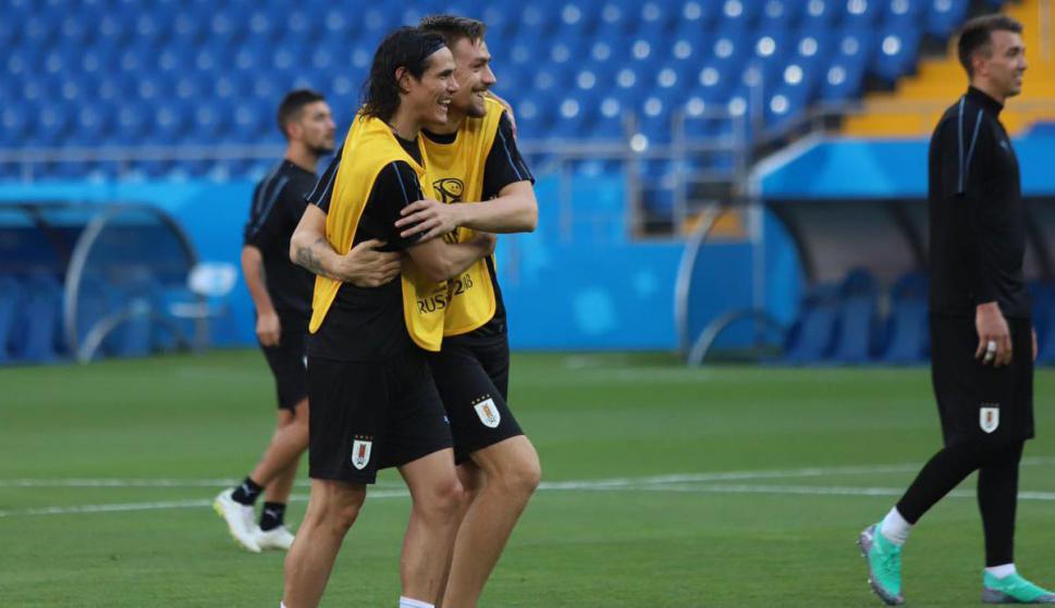Cavani y Coates en el fútbol informal de Uruguay. Foto  AUF dd1eb49bc8b83
