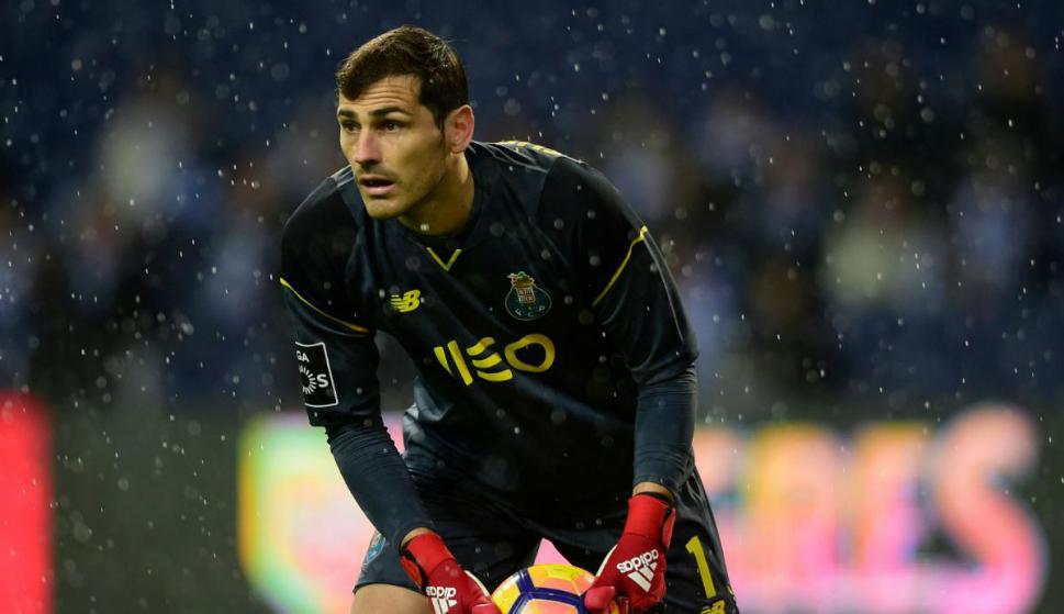 Iker Casillas atajando para el Porto. Foto: AFP