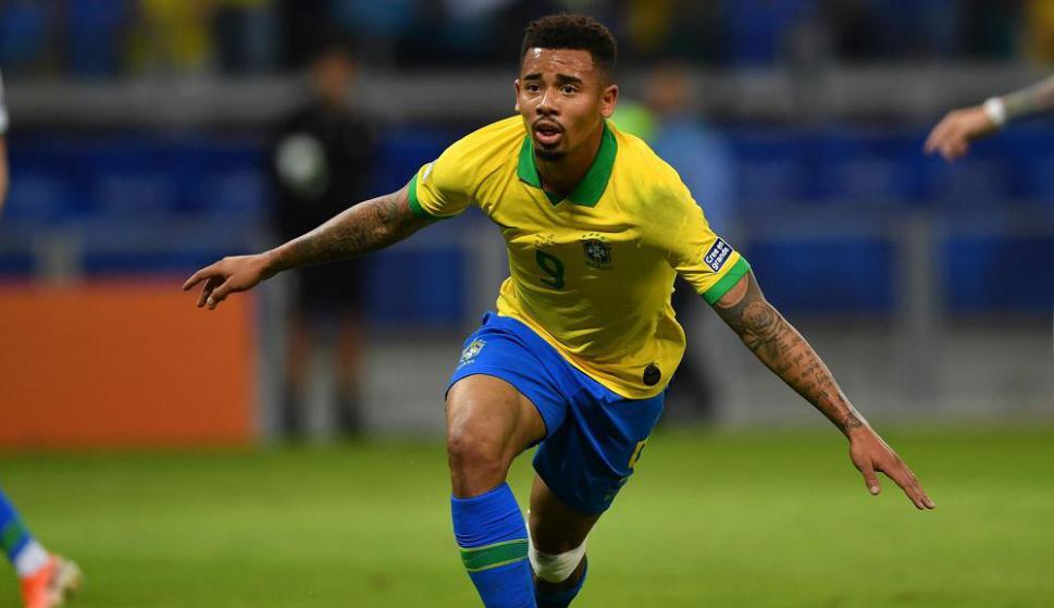 Gabriel Jesús en el gol de Brasil contra Argentina