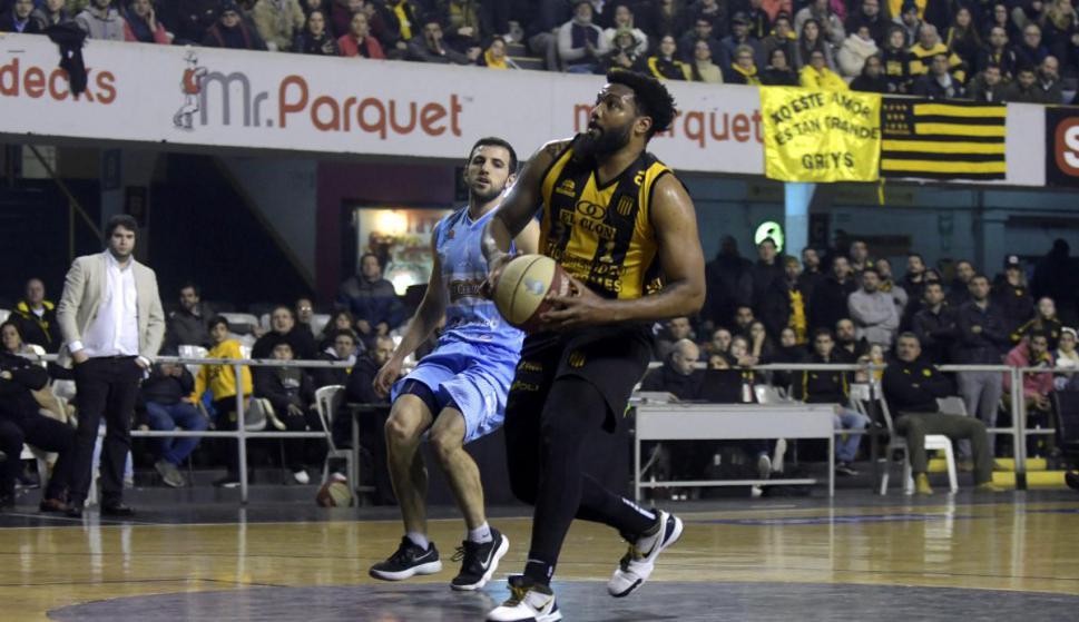 Alston. El extranjero de Peñarol promedia 22 puntos. Foto: Marcelo Bonjour / El País