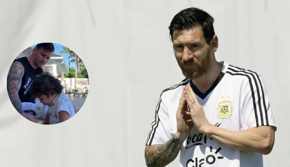 Lionel Messi tomó mate junto al mas pequeño de sus hijos. Foto: Captura y AFP