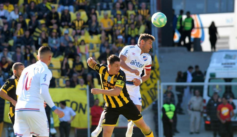 Duelos claves pueden llegar a definir el clásico entre Nacional y Peñarol por el Intermedio. Foto: Archivo El País