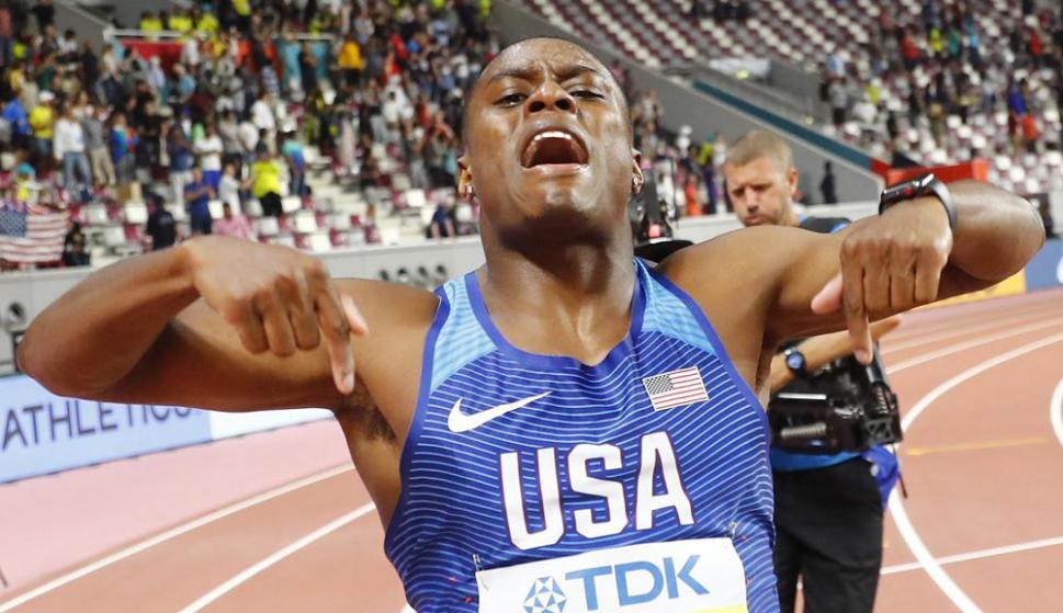 Christian Coleman al ganar los 100 metros en el Mundial de Atletismo de Doha.