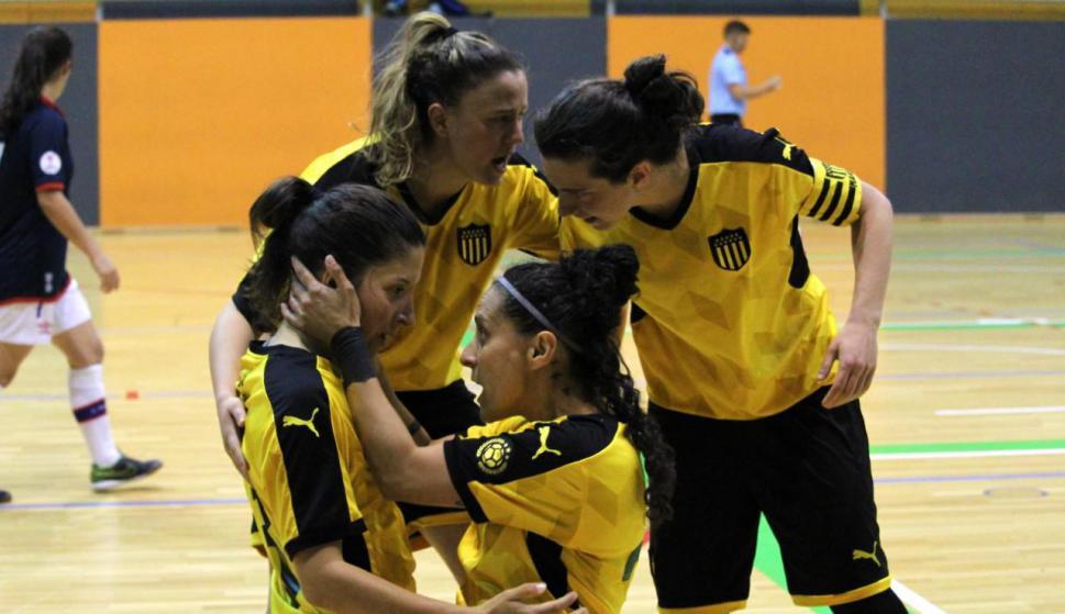 Peñarol venció a Nacional en el alargue y se quedó con el uruguayo femenino de futsal. Foto: Matías Pérez / El País