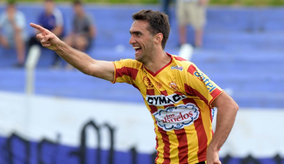 Gustavo Alles fue clave en la victoria de Progreso ante Fénix. Foto: Marcelo Bonjour / El País