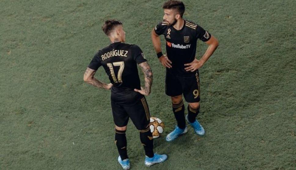 Brian Rodríguez y Diego Rossi con la camiseta de Los Angeles FC.