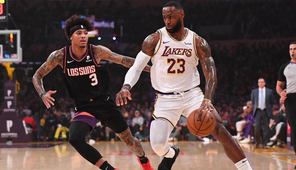 LeBron James consiguió otro triple-doble en la temporada regular de la NBA. Foto: AFP.