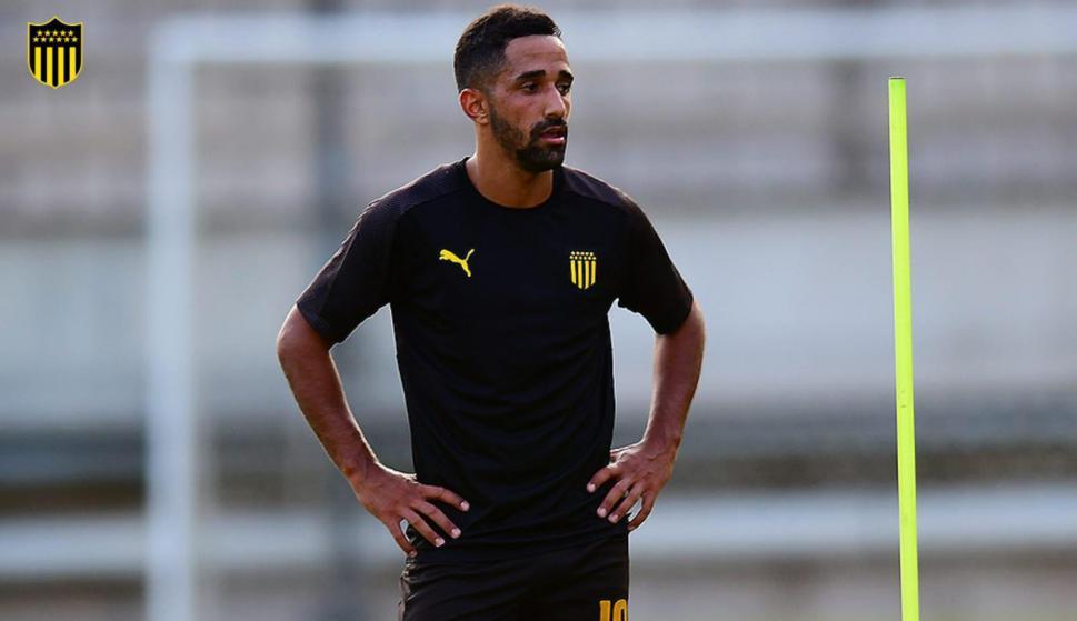 Juan Acosta durante un entrenamiento de Peñarol. Foto: @OficialCAP.