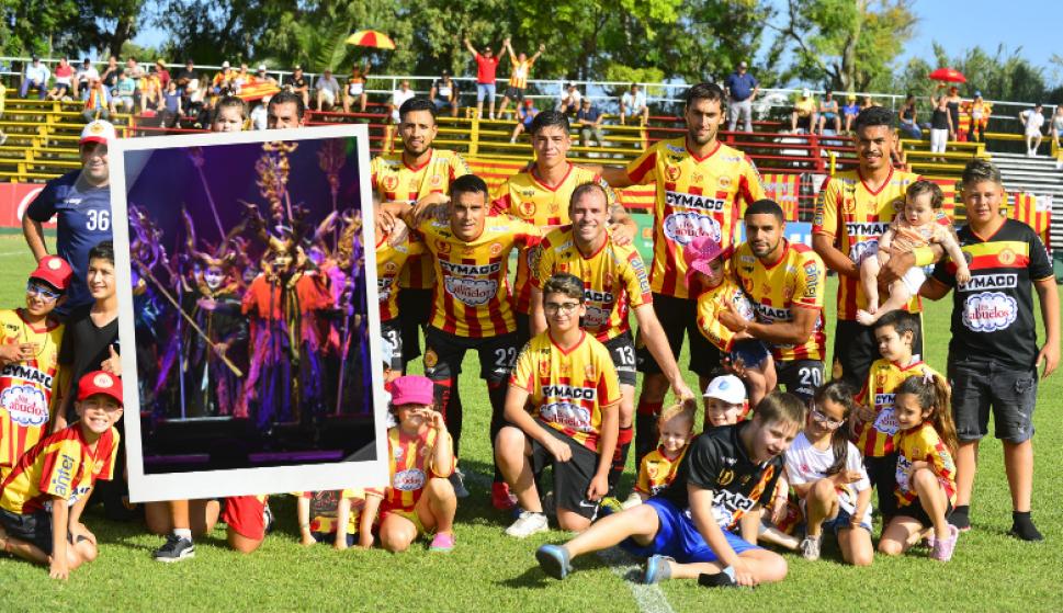 A ritmo de murga, Progreso se prepara para volver a la Libertadores. Fotos: DAECPU y Gerardo Pérez / El País.