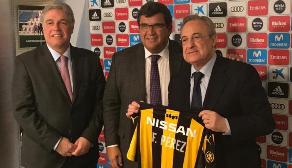 Francisco Bustillo, Jorge Barrera y Florentino Pérez. Foto: El País.