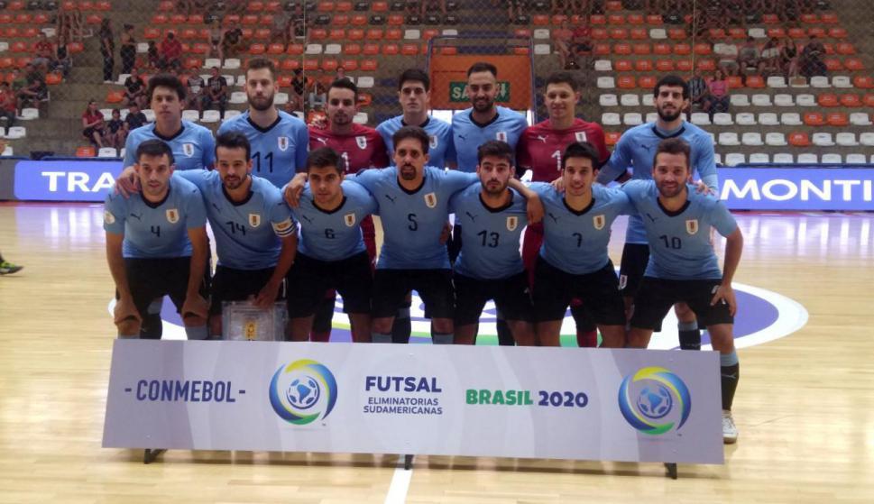 Futsal: Uruguay cumplió y venció a Bolivia en al primera fecha de las Eliminatorias. Foto: @adostoquesfut