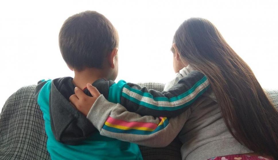 Romina y Marcos fueron adoptados por la misma familia